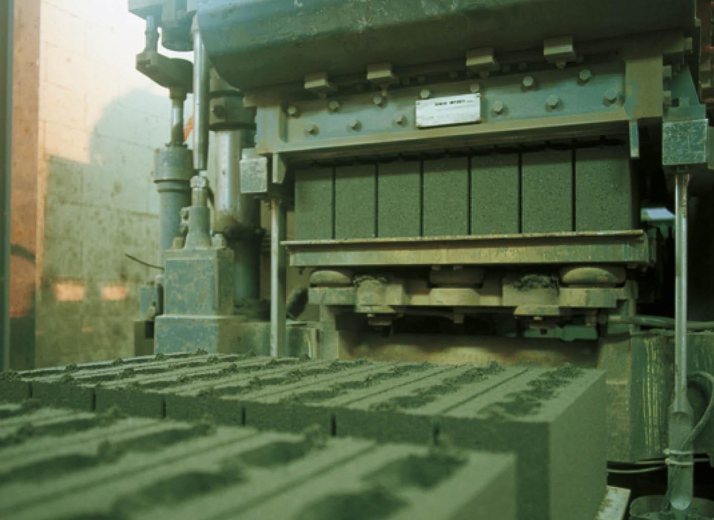 produzione-blocchi-calcestruzzo-alleggerito-leca-AP1